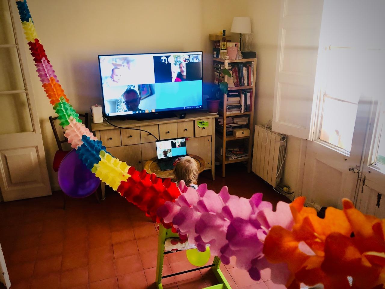 Stan alarmowy - Barcelona - pierwszy miesiąc - urodziny przed TV